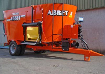 Abbey Tub Feeder